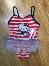 bo_boi_hello_kitty_be_gai_xuat_khau_18m